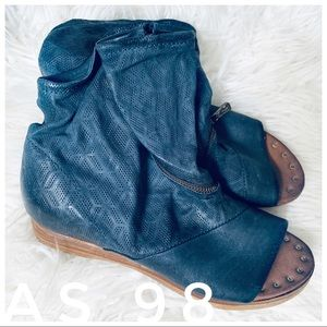 AS 98 free people navy blue leather snap sandals
